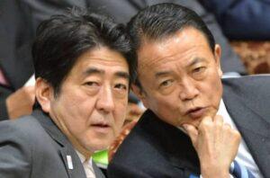 Shinzo Abe y Taro Aso